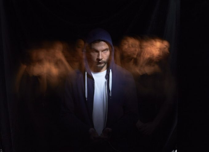 """LUSTRO – """"Scappa"""" feat. Mecna e Totò Nasty   IL NUOVO VIDEO estratto dall'album """"L'anno della luce"""""""