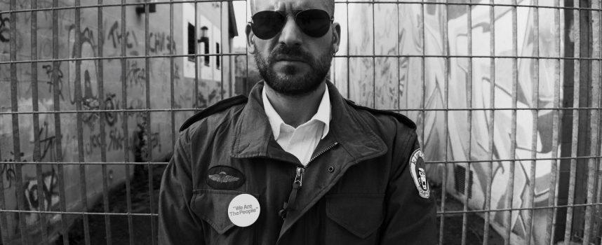 """""""Travis"""": Roy Zen racconta l'incomunicabilità tra artisti e società nel suo nuovo album"""